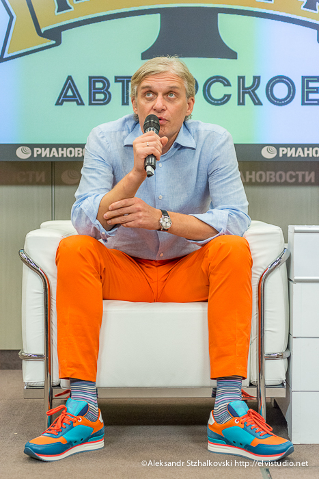 МОСКВА, РОССИЯ - Пресс-конференция Олега Тинькова по запуску бренда Тиньков Авторское. Москва, 1 июня 2013