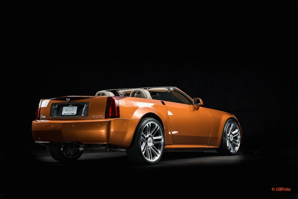 find used 2004 cadillac xlr roadster full custom build ipad 24 no expense spared in portland. Black Bedroom Furniture Sets. Home Design Ideas