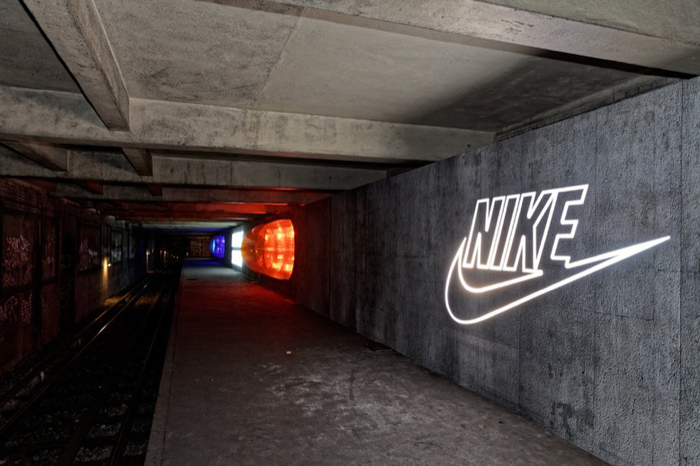 490-paris-metro-station-celebrates-air-max-day-0