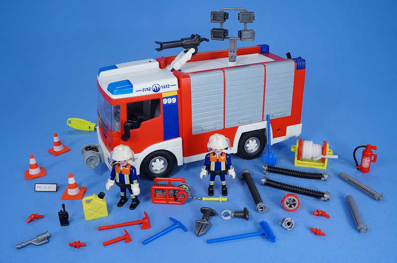 playmobil flashing lights fire engine truck firemen lots. Black Bedroom Furniture Sets. Home Design Ideas