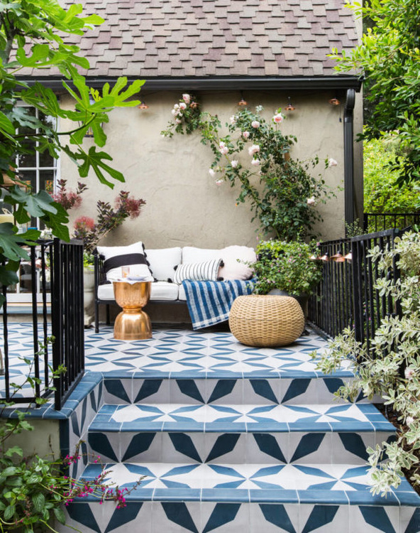 125-Emily-Henderson_House-Beautiful_Courtyard_Tile_Modern_English_Country_4-1024x1297-e1495427136501