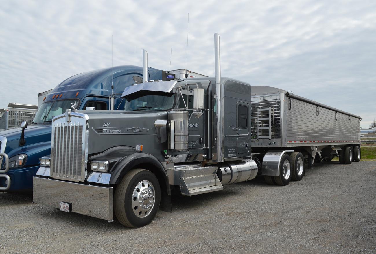 Really classy kenworth w900l owned by michael bennett trucking from seneca ks