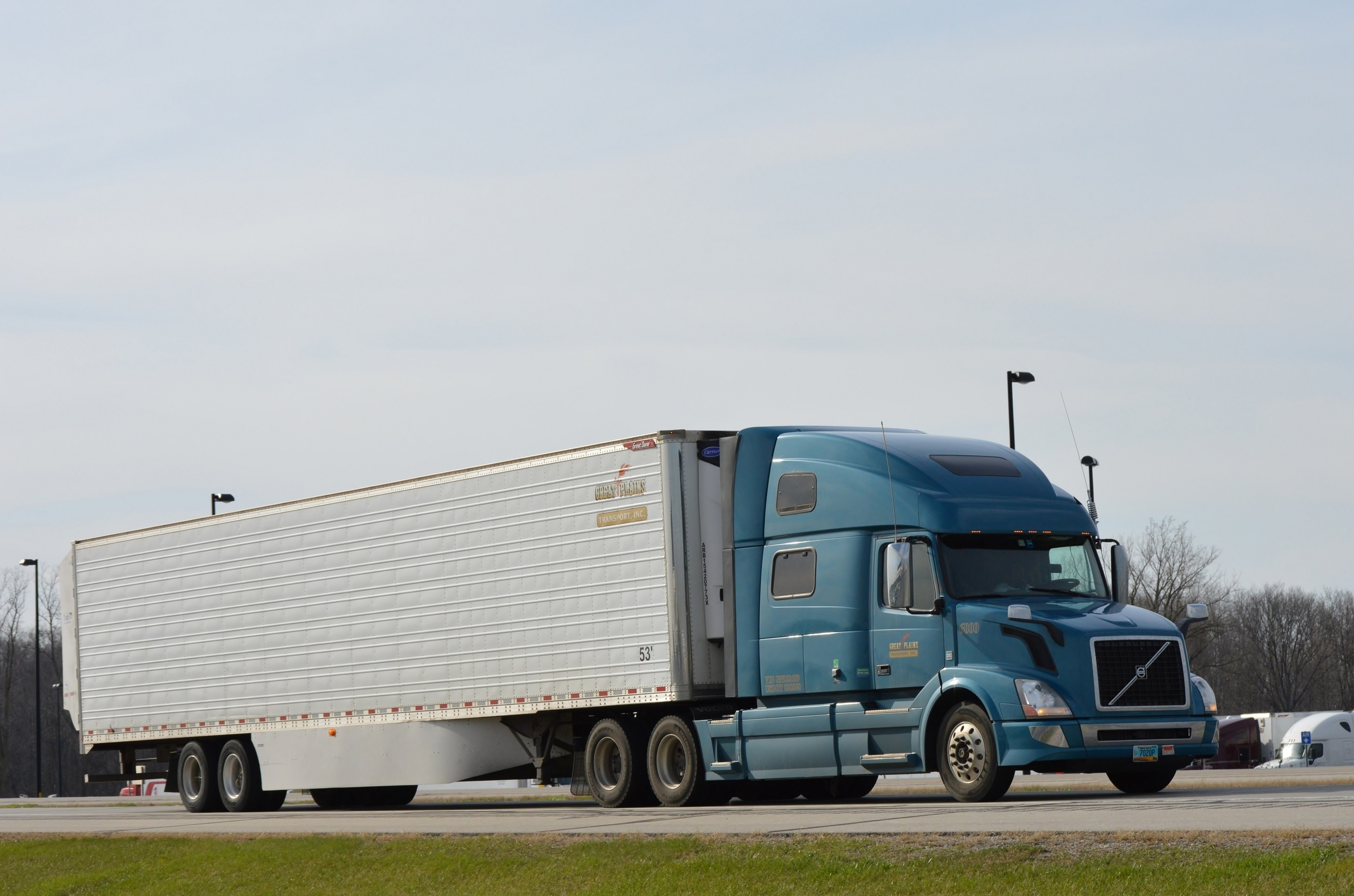 Cascadia with an LCV set for PI & I Motor Express out of Masury, OH