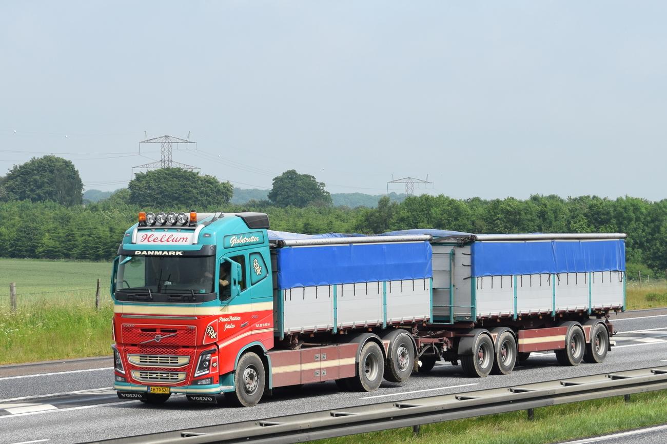Some trucks on E45 near Århus, Denmark today, pt.1